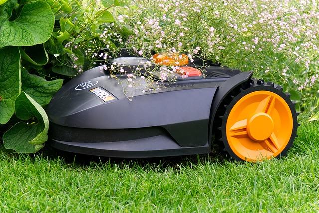 En robotplæneklipper slår græsset perfekt og du sparer en masse tid på havearbejde